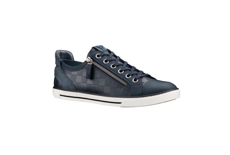 LV海軍藍格紋拉鍊休閒鞋,24,500元。圖/LV提供
