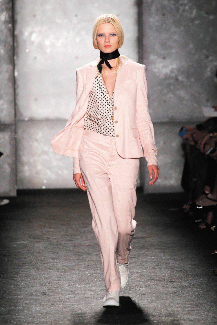 Marc By Marc Jacobs的男裝女穿,用隨性合身版型展現不羈。圖/法...