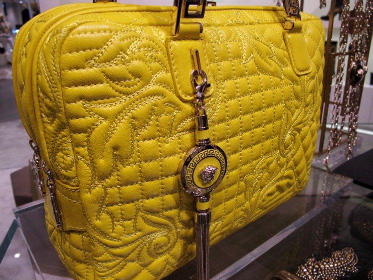 VERSACE台北101新店開幕限量Vanitas羊皮包一次呈現菱格紋、格紋、巴...