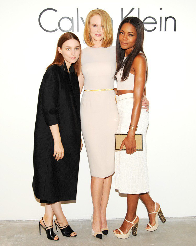 (左起)魯妮瑪拉、妮可基嫚、娜歐蜜哈里斯出席Calvin Klein Colle...