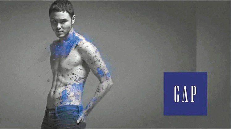 阮經天拍攝GAP秋冬廣告。圖/摘自GAP網站