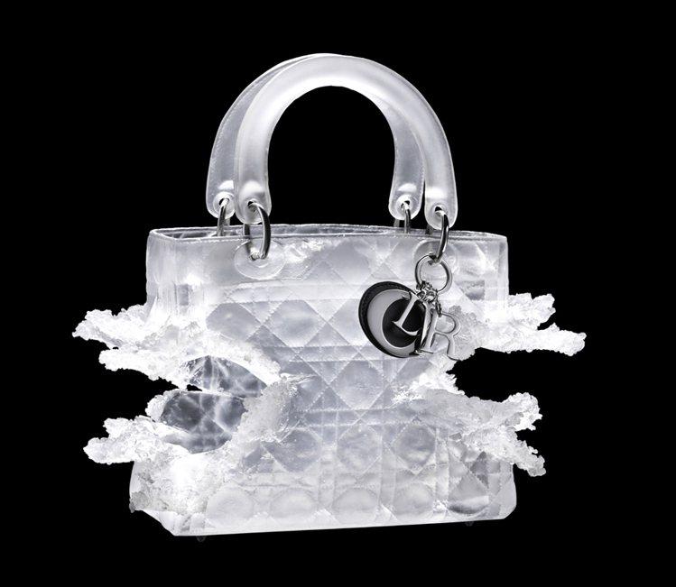 瑞士藝術家名媛Olympia Scarry 用玻璃,打造爆炸的Lady Dior...