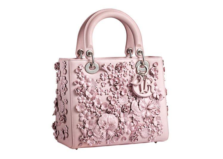 Dior慶祝香港置地廣場、太古廣場旗艦店同時開幕,推限量5只的粉紅色立體雕花La...