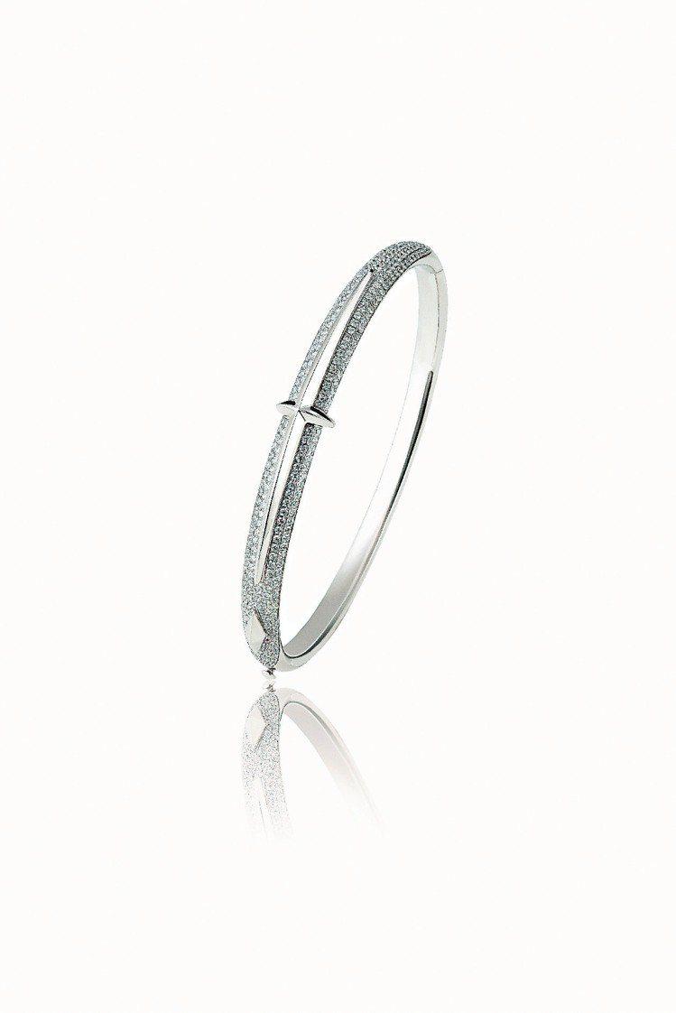 Fashion絕對時尚North Star 北極星鑽系列,18K白金鑲鑽手環。圖...