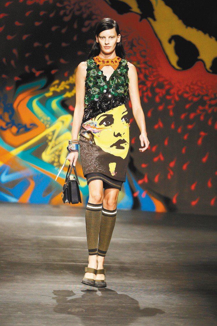 PRADA以濃豔的色彩、女人肖像,詮釋女強人風貌。圖/PRADA提供