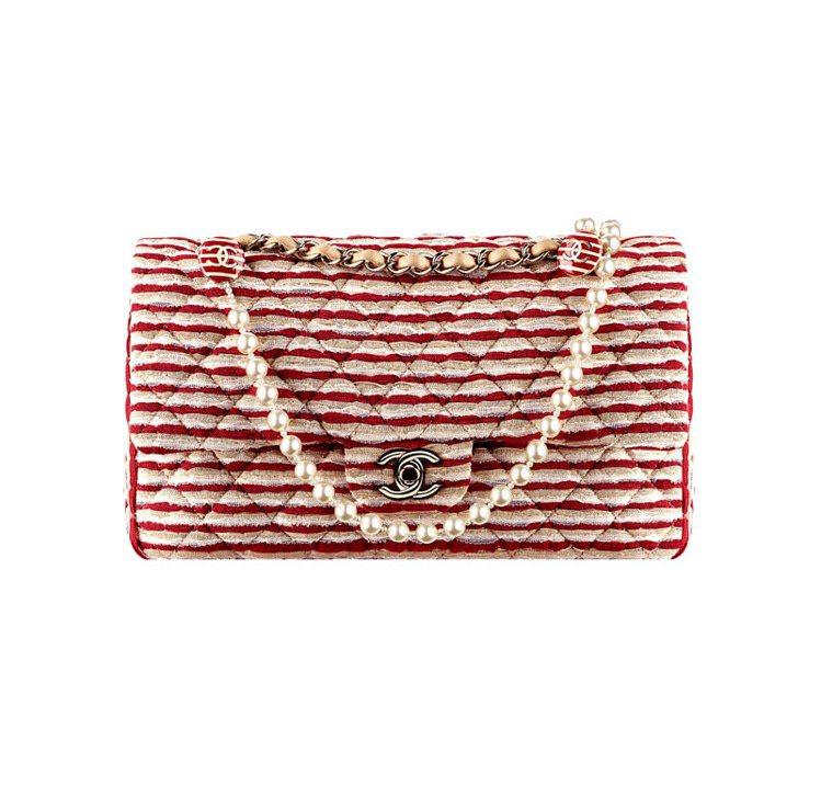 紅白米三色蕾絲飾珍珠鍊帶肩背包,14萬9,200元。圖/CHANEL提供