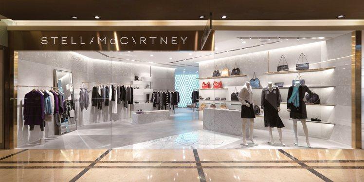 Stella McCartney 首間店面設計採用簡單、自然材質,呼應品牌風格。...