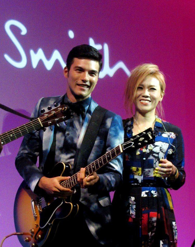 金曲歌后蔡健雅壓軸帶來一場精彩的小型演唱會,男星鳳小岳更特別獻出他的電吉他處女秀...