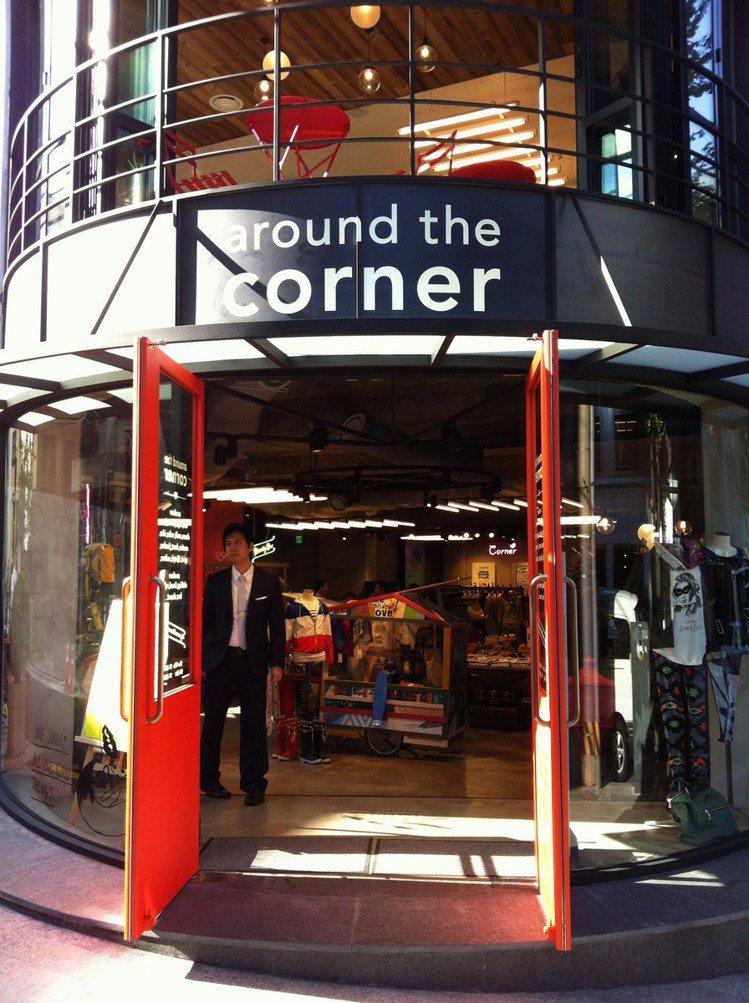 Around the corner的紅色大門讓你想錯過都很難。圖/時報出版提供