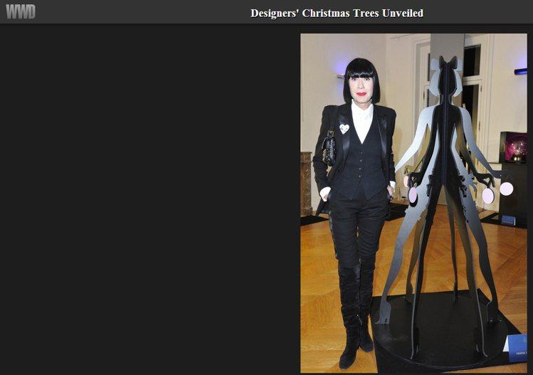 Chantal Thomass 也以自己的形象造樹,紙板似的設計看起來就像電玩人...