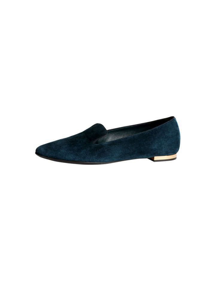 BURBERRY 秋冬樂福鞋還是一大重點,藍綠色麂皮款透著沉穩與俏皮的混搭風格,...