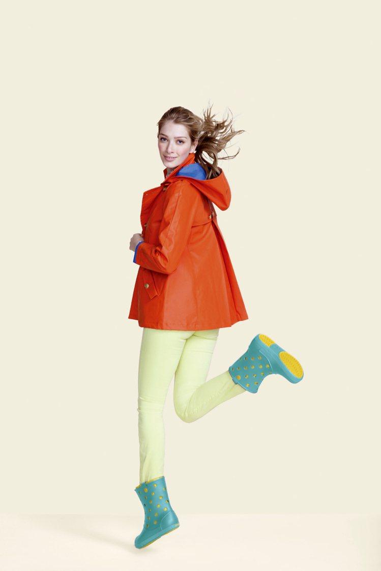 Crocs卡駱馳卡駱班艾麗彩靴。圖/Crocs提供