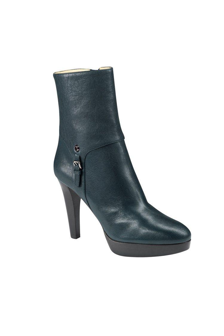 New Legende 系列深綠色短靴保暖之餘時尚滿分,搭窄管褲或長襪都很好看。...