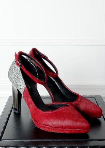 Edgy heels 紅牛毛高跟鞋,NT 8000。圖/DRESS CODE提供