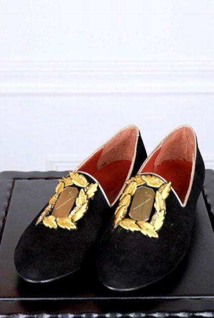 DRESS CODE 的鞋款向來以經典的金屬片點綴出前衛華麗的質感,秋冬推出全新...