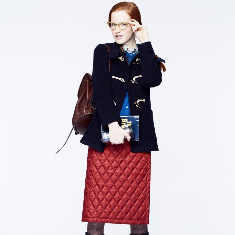UNIQLO Warm easy系列紅色窄裙。圖/UNIQLO提供
