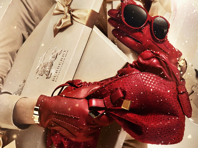 今年耶誕節,時尚品牌又推出了什麼送禮自用兩相宜的造型好物呢?跟著小編一起從服裝篇...