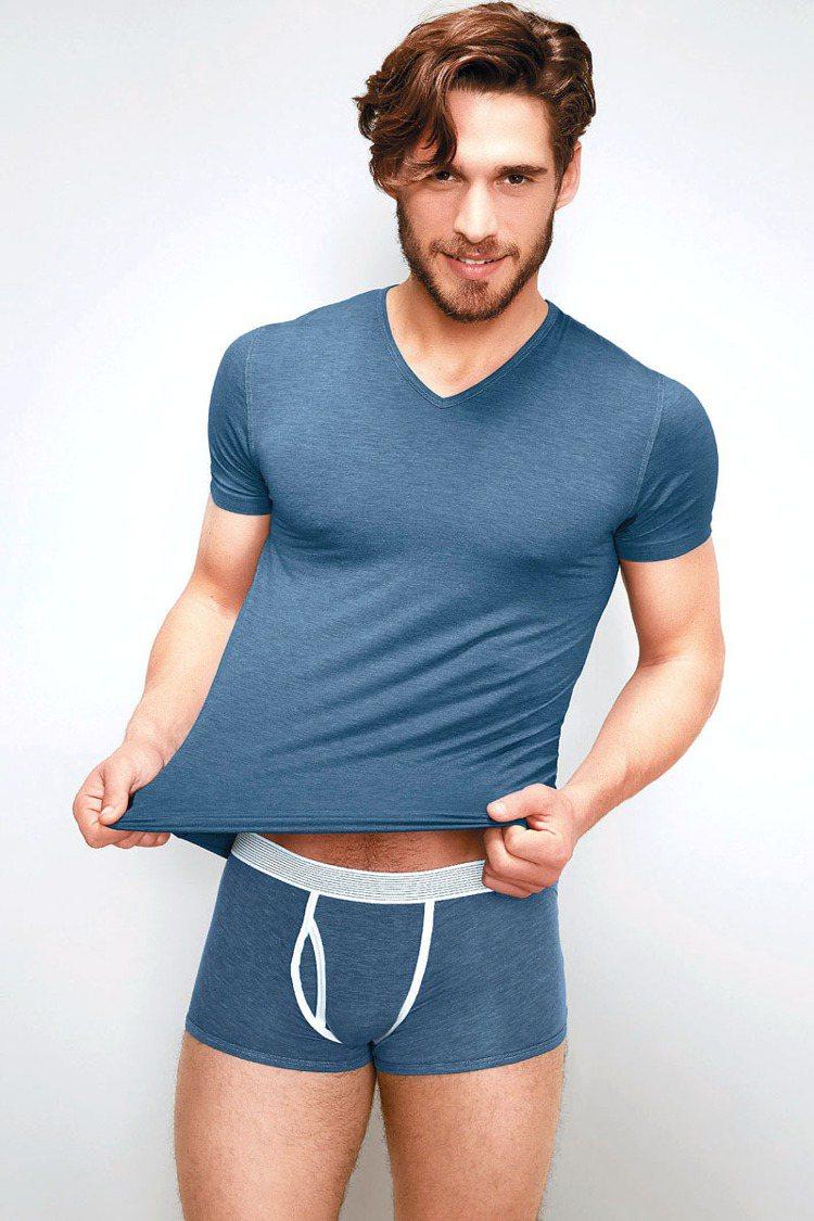 灰藍色上衣,定價4250元、灰藍色內褲,定價3850元。圖/Zimmerli提供