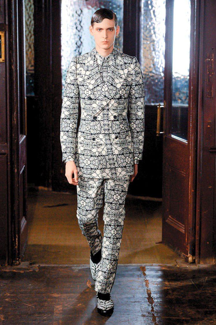 Alexander McQueen新裝。圖/ trends提供