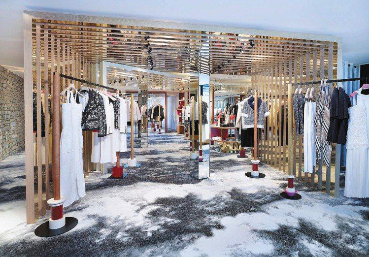 香奈兒阿爾卑斯山上臨時店,華服和雪景融合而一。圖/CHANEL提供