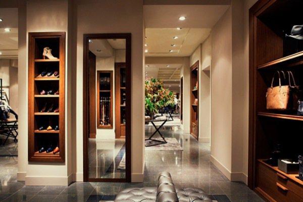 Massimo Dutti全球精品旗艦店坐落於屬於由建築師查爾斯·勒菲弗設計Ha...
