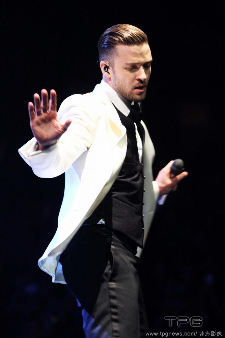 性格帥氣的賈斯汀在日前的演唱會上也穿上 Tom Ford 為他量身訂作的白西裝,...