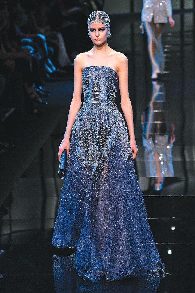 Giorgio Armani高級訂製服展現女人的精緻美麗。圖/法新社