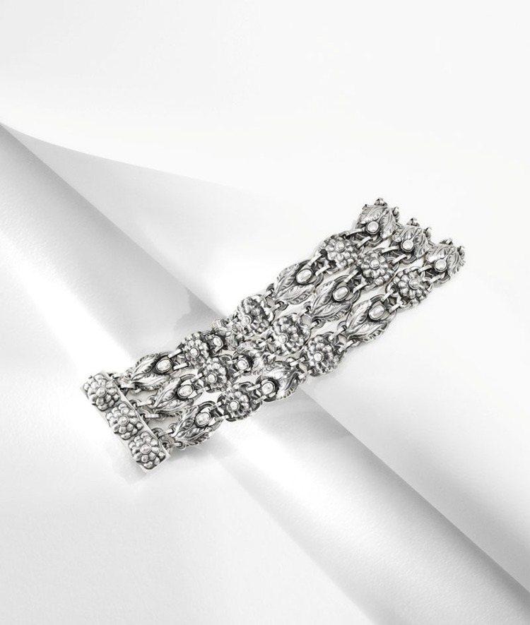 喬治傑生銀雕古典手鍊,定價88,000 元。圖/喬治傑生提供