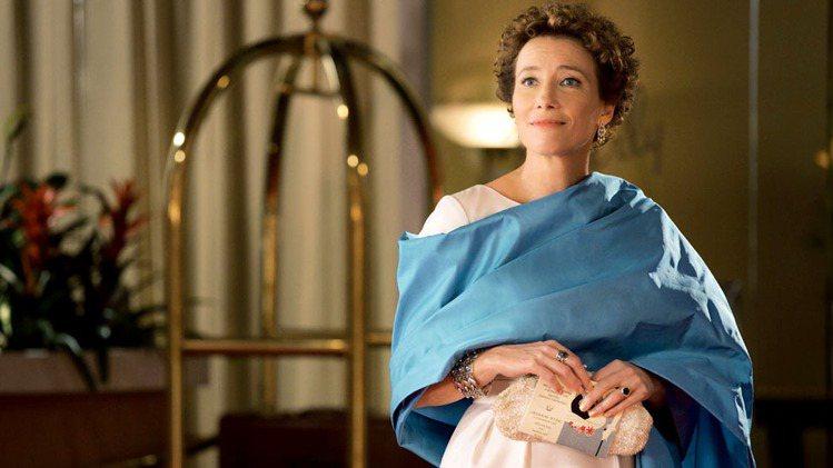 艾瑪湯普遜在「大夢想家」裡以喬治傑生的銀飾襯托典雅氣質。圖/喬治傑生提供