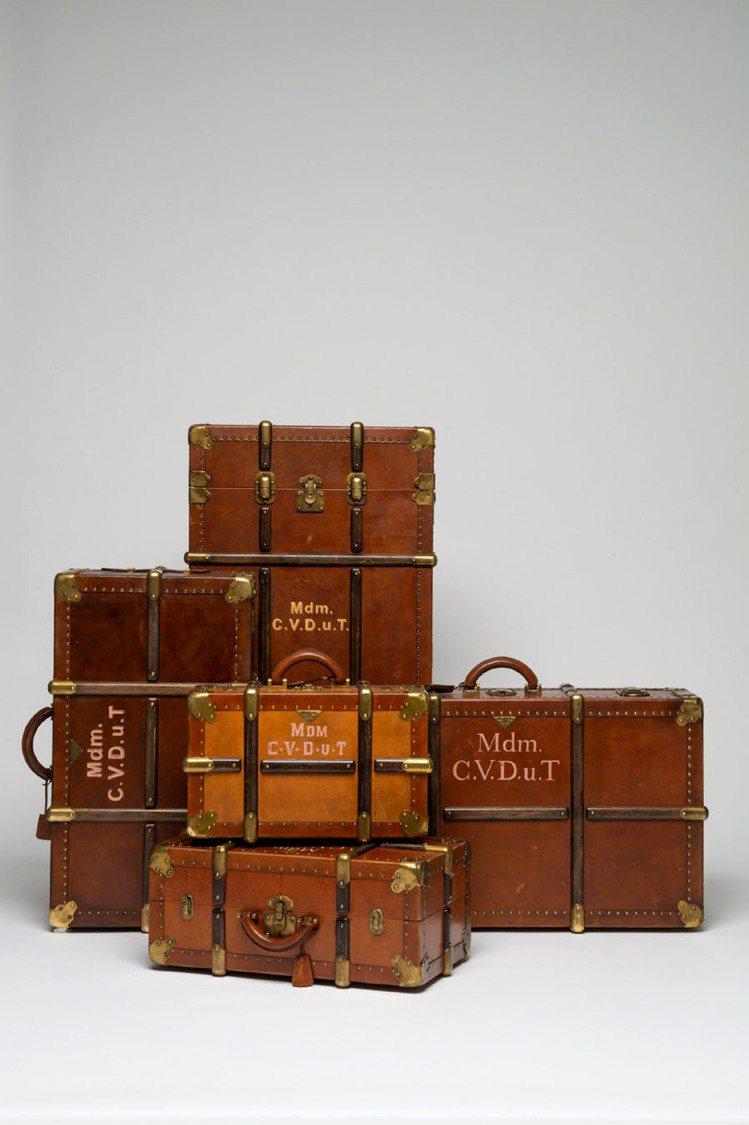 PRADA為電影「歡迎來到布達佩斯大飯店」中兩位主角量身訂製行李箱和手提箱。圖/...