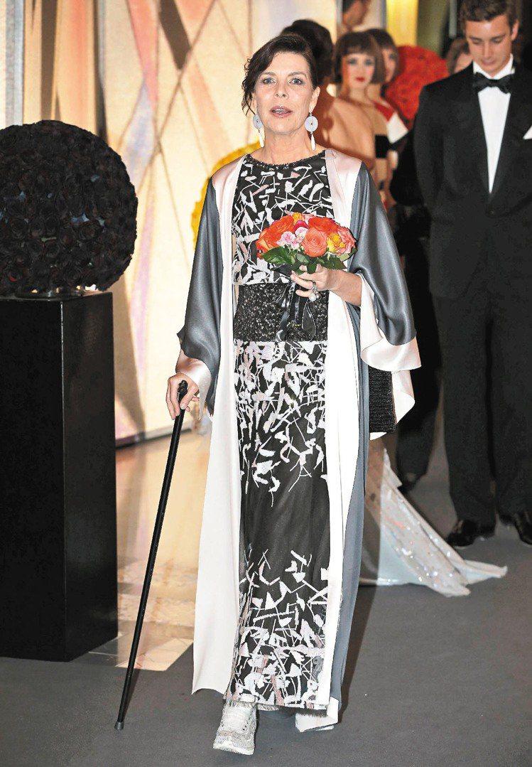 卡洛琳公主穿香奈兒春夏高級訂製服現身晚宴。圖/法新社