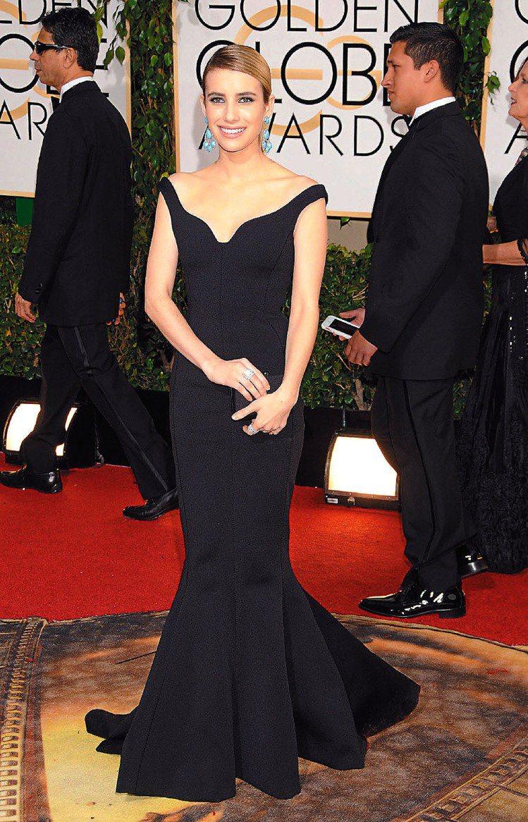 艾瑪羅勃茲穿LANVIN禮服出席金球獎,領子線條優美。圖/達志影像