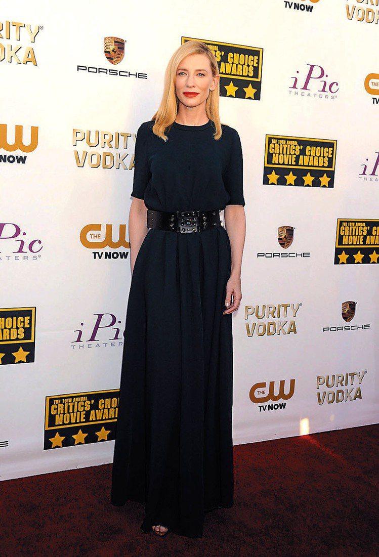 奧斯卡影后凱特布蘭琪穿LANVIN禮服,更添優雅氣質。圖/達志影像