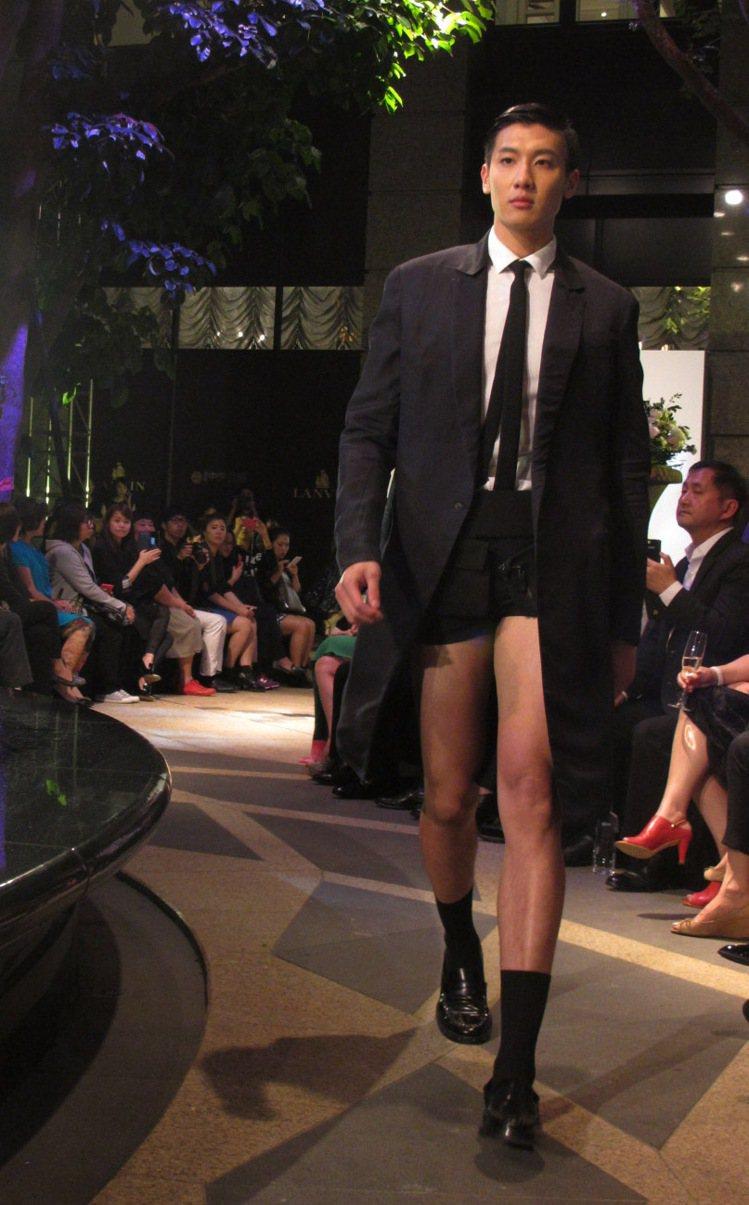 男裝短褲西裝前衛有型。記者吳曉涵/攝影