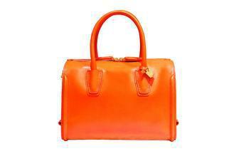 MCM微風開幕搶先發售Christina Boston包,橘色中款24,000元...