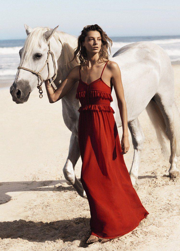 紅色荷葉邊長洋裝,3190元。圖/MANGO提供