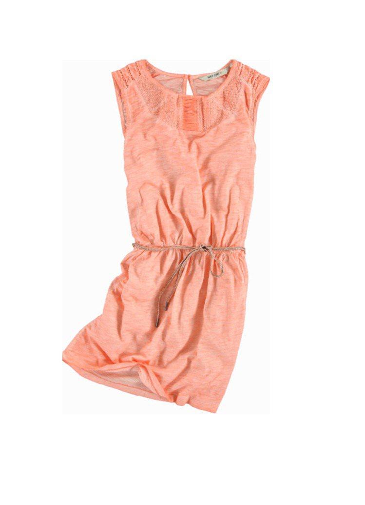粉橘無袖洋裝,2580元。圖/Garcia Jeans提供
