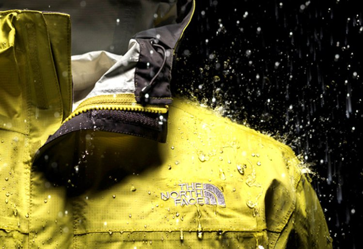 獨家開發的HyVent防水透氣布料技術輕量外套,防水透氣,雨季實用。圖/THE ...