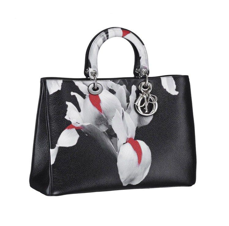黑色鹿皮花朵手提包,17萬5,000元。圖/Dior提供