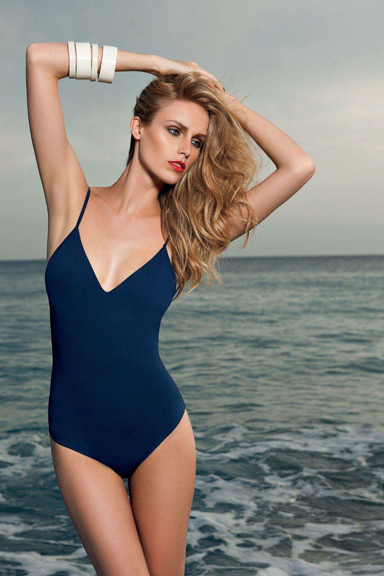 擅長襪品的Pierre Mantoux夏季限時推出頂級海灘裝、泳裝。圖/Pier...
