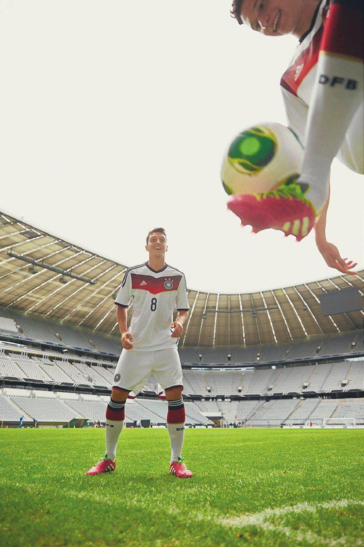 adidas推出史上最輕量世界盃國家隊球衣,圖為德國國家隊主場球衣。圖/adid...