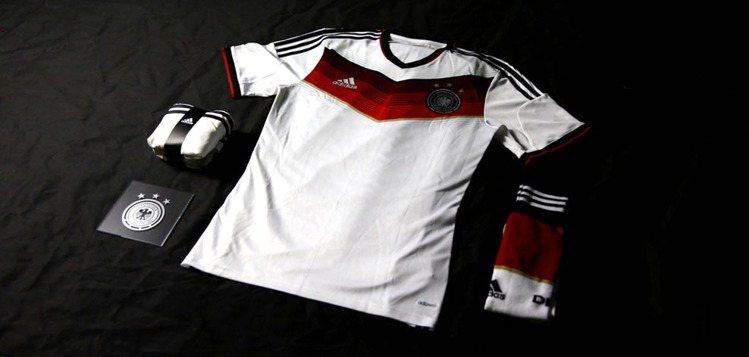 主客場球衣,德國簡潔的黑白配色,最受台人喜愛。圖/adidas提供