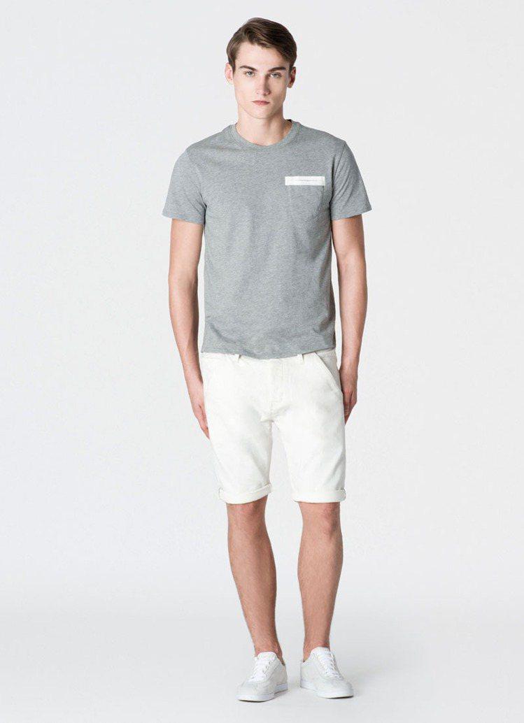 圓領短袖T恤定價1980元、白色短褲,4980元。圖/Calvin Klein ...