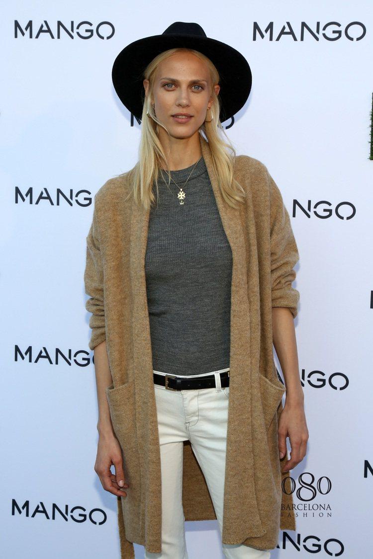 名模Aymeline Valade穿出MANGO服飾的時尚品味。圖/MANGO提...