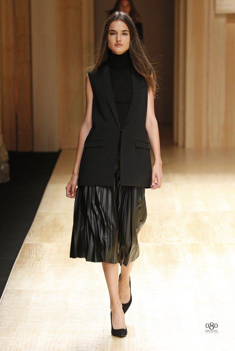 MANGO本季有不少剪裁硬挺、OVER SIZE的背心或外套,十分時尚。圖/MA...