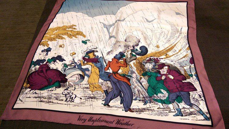 圖案幽默的絲巾帶點諷刺畫的風格。記者吳曉涵/攝影