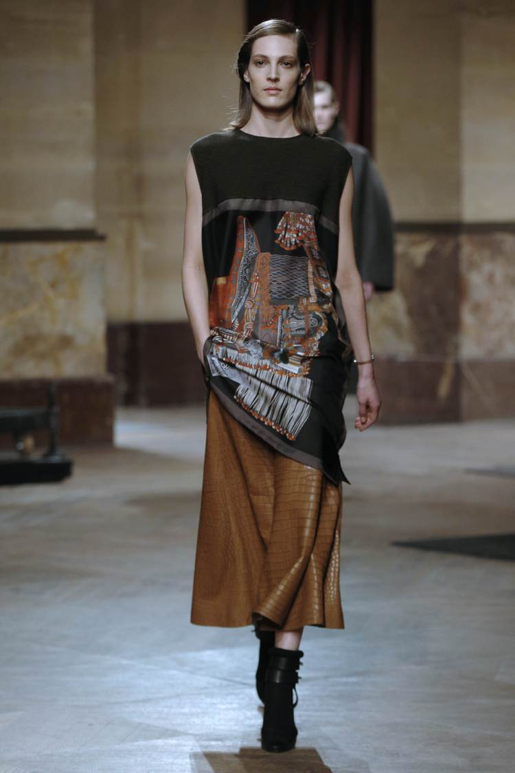愛馬仕的絲巾洋裝,是最受歡迎的款式。法新社