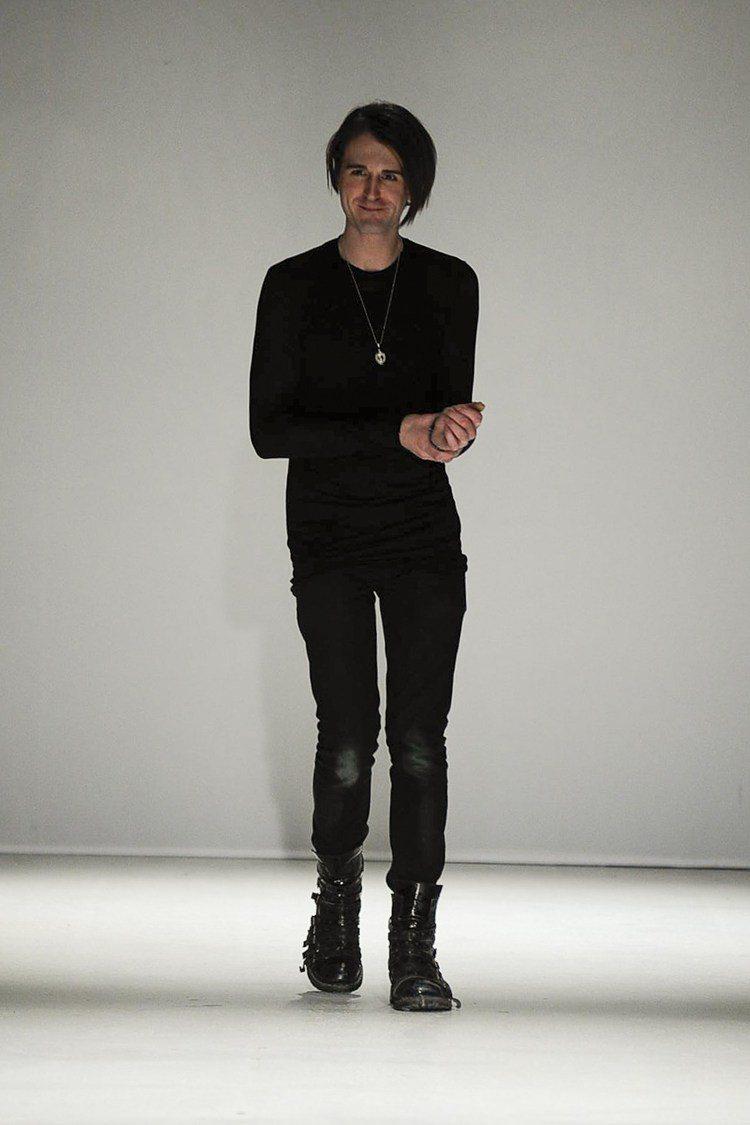 英國設計師 Gareth Pugh 日前宣布本季將把巴黎時裝周的秀搬到紐約去。圖...