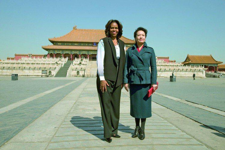 蜜雪兒近日走訪中國,與中國大陸第一夫人彭麗媛的衣著裝扮一同掀起話題。圖/美聯社
