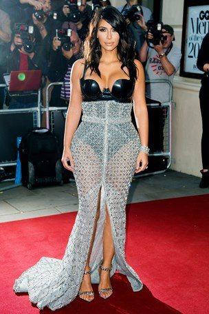 拿下GQ年度女性殊榮的 Kim Kardashian,身穿 Ralph & Ru...